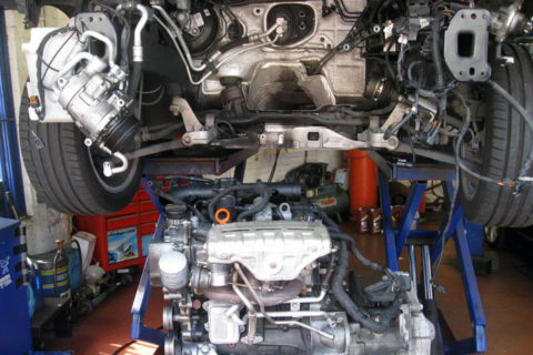 ADS Autos - new engine being fitted
